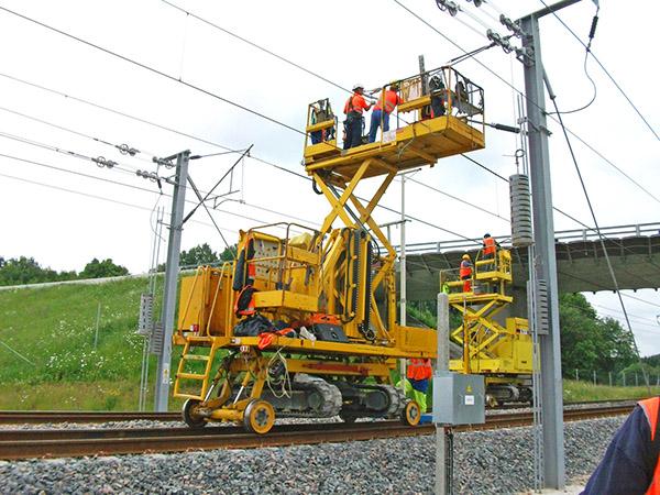 Aries hyrail overhead maintenance platform
