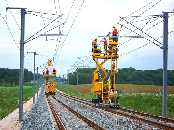 Overhead maintenance platform