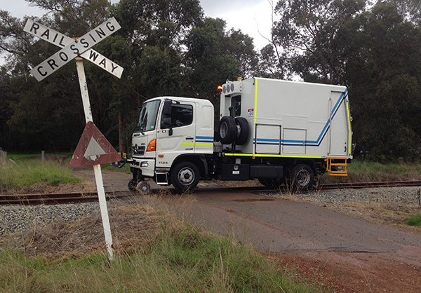 Narrow gauge track flaw detection vehicle